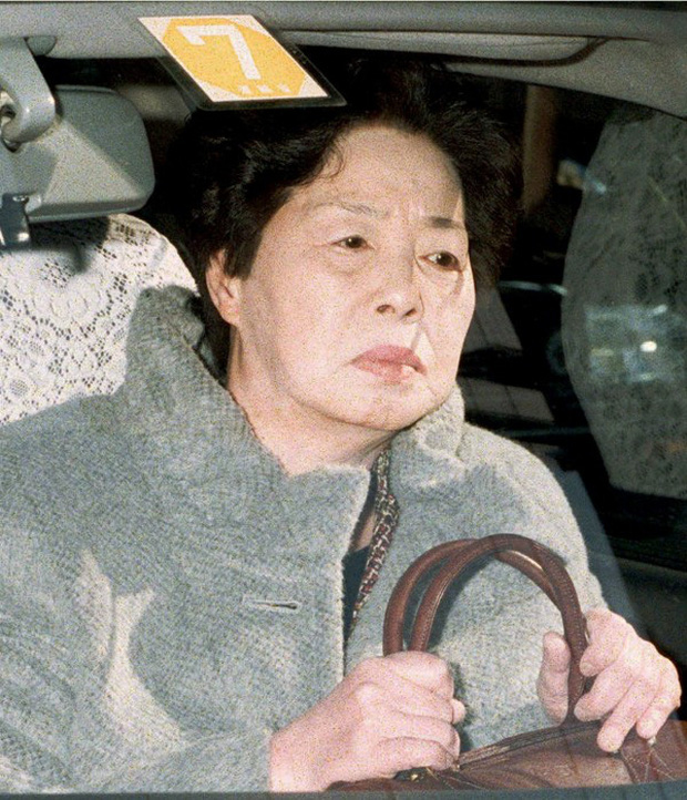 Cuộc đời bí ẩn của Nui Onoue: Từ cô phục vụ nghèo khó trở thành nữ hoàng đầu tư, thao túng vụ lừa đảo lớn nhất lịch sử ngân hàng Nhật Bản - Ảnh 3.