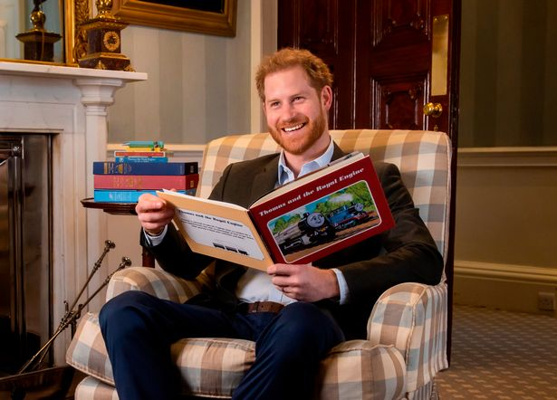 Trước lùm xùm của Meghan với gia đình hoàng gia, Harry có động thái bất ngờ liên quan đến Nữ hoàng Anh khiến dư luận ngán ngẩm - Ảnh 1.