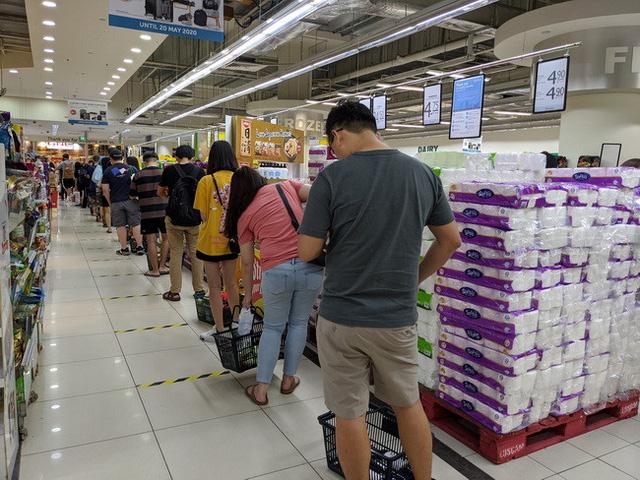 Singapore: Từ chuyện 18.000 phụ huynh đòi đóng cửa trường học đến quan điểm đeo khẩu trang ngăn Covid-19 - Ảnh 1.