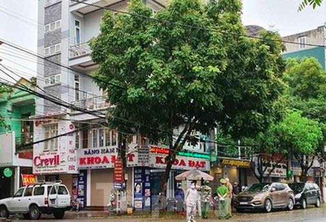 Hơn 20 người tại Ninh Bình tiếp xúc gần với bệnh nhân COVID- 19 người Thuỵ Điển - Ảnh 1.