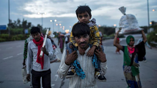 Số phận những lao động Ấn Độ không thể trở về nhà trước lệnh phong tỏa: Bất đắc dĩ trở thành người vô gia cư, tuyệt vọng kiếm đồ ăn để không chết đói  - Ảnh 2.