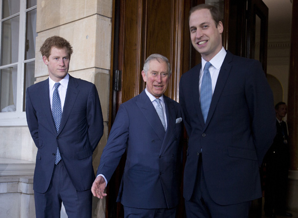 Thái tử Charles: Từ người cha lạnh lùng, người thừa kế kín tiếng đã khiến công chúng phải có cái nhìn khác sau khi ông chiến đấu thành công với Covid-19 - Ảnh 2.