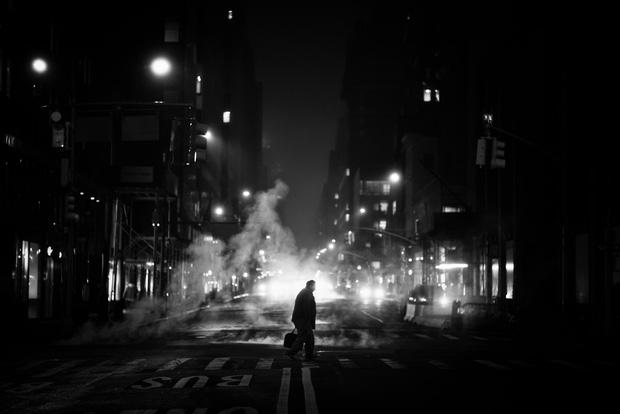 Chùm ảnh đẹp nhưng buồn đến lặng người: Thành phố New York nhộn nhịp bỗng hóa ảm đạm trong những ngày Covid-19 bao trùm - Ảnh 6.