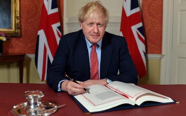 Nóng: Thủ tướng Anh phải vào phòng chăm sóc đặc biệt vì tình trạng sức khoẻ xấu đi sau khi nhiễm Covid-19 - Ảnh 1.