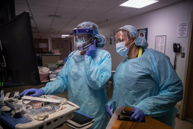 Bên trong phòng cấp cứu tại New York giữa đại dịch Covid-19: Mọi thứ chẳng khác gì thời chiến - Ảnh 5.
