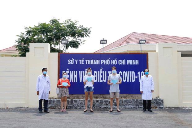 Tin vui: Thêm 4 bệnh nhân Covid-19 bình phục, lần đầu tiên số ca khỏi bệnh ở Việt Nam nhiều hơn số ca đang điều trị - Ảnh 1.