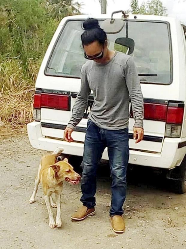 Sợ lây Covid-19 cho mọi người, chàng trai cùng chú chó của mình cuốc bộ quãng đường dài 120km để về nhà - Ảnh 1.