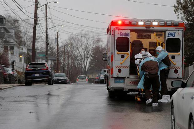 New York trải qua thời khắc tang thương nhất trong dịch Covid-19, số người tử vong đã vượt qua vụ khủng bố đẫm máu ngày 11/9  - Ảnh 12.