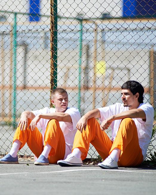 Đưa ra lời khuyên cho chàng trai trẻ ở nơi không ai ngờ tới, người đàn ông dù là một tù nhân vẫn khiến bao người cảm kích: Hãy tha thứ cho chính mình và những người khác!  - Ảnh 1.