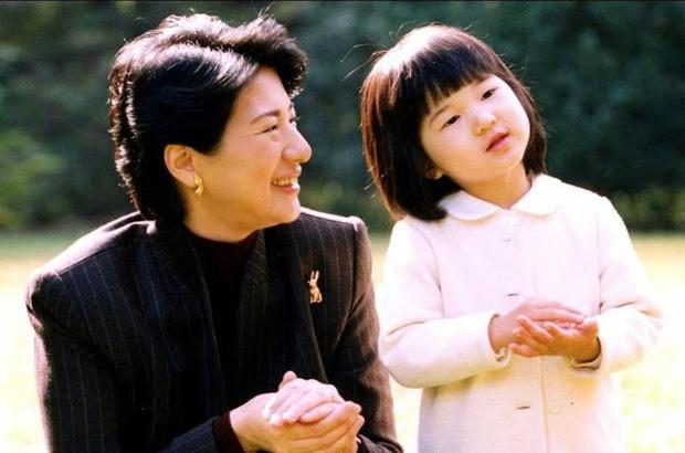 Hoàng hậu Masako - người mẹ từng vượt qua căn bệnh trầm cảm, dùng kỷ luật thép để dạy con sống như thường dân, không có đặc quyền dù là công chúa - Ảnh 7.