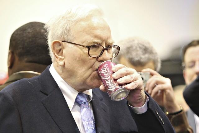 Thử sống như Warren Buffett trong 24h, tôi đã hiểu tại sao tỷ phú này lại thành công: Giàu hay không chưa biết, nhưng tinh thần sảng khoái thì làm gì cũng nên - Ảnh 1.