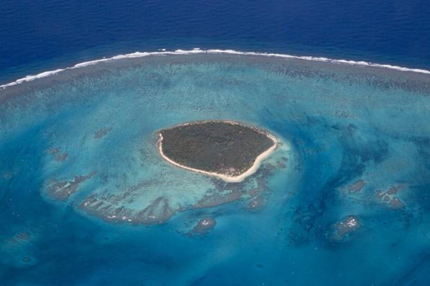Dong buồm ra khơi rồi gặp bão biển, 6 cậu bé mắc kẹt trên đảo hoang suốt 15 tháng và cuộc giải cứu ly kỳ như phim - Ảnh 3.