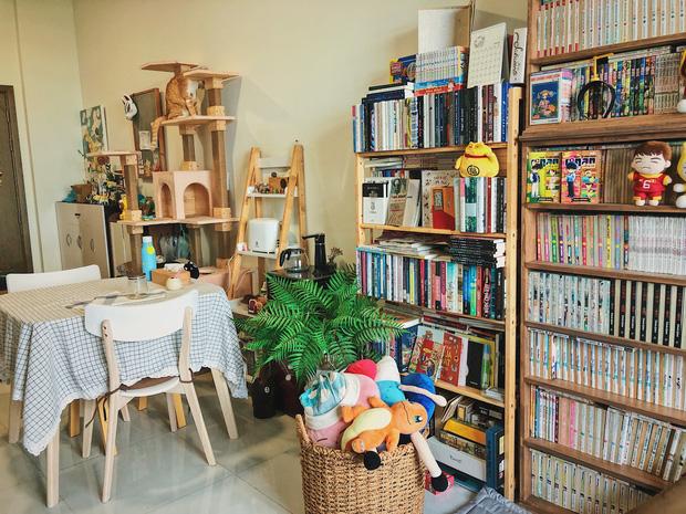 Chàng trai đầu tư 300 triệu decor nhà đi thuê, sở hữu 3000 cuốn sách truyện và vô số đồ đạc nhưng vẫn gọn gàng hết nấc - Ảnh 8.