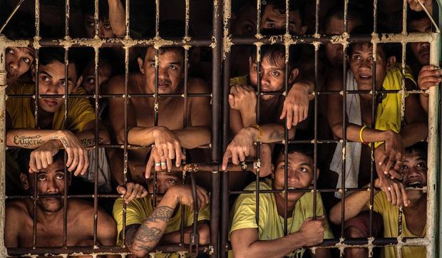 Những cái chết bí ẩn chốn ngục tù giữa đại dịch: Tù nhân nằm kẹt cứng chồng chất lên nhau, 45.000 người mới có 1 bác sĩ - Ảnh 2.