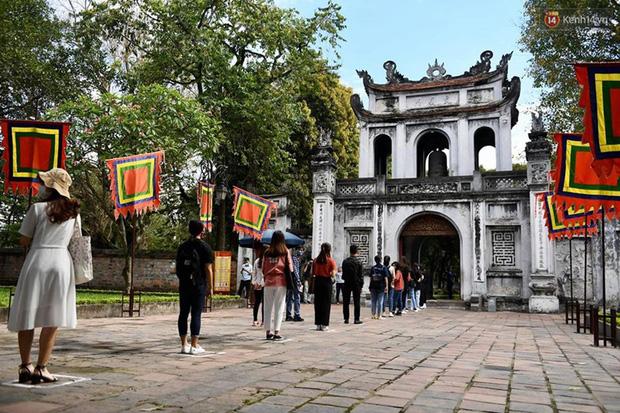 Các khu di tích, điểm tham quan tại Hà Nội mở cửa trở lại - Ảnh 1.