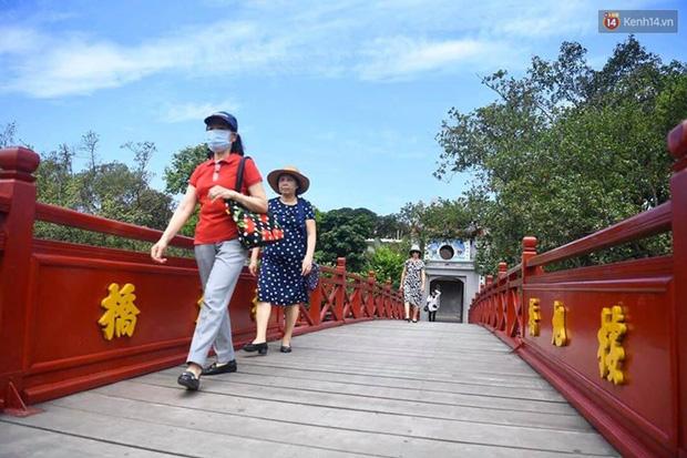 Các khu di tích, điểm tham quan tại Hà Nội mở cửa trở lại - Ảnh 9.