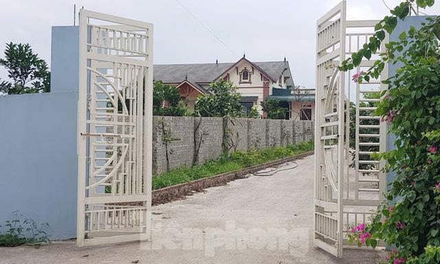 Cận cảnh biệt thự, nhà vườn trái phép mọc trên đồi ở Ba Vì  - Ảnh 13.