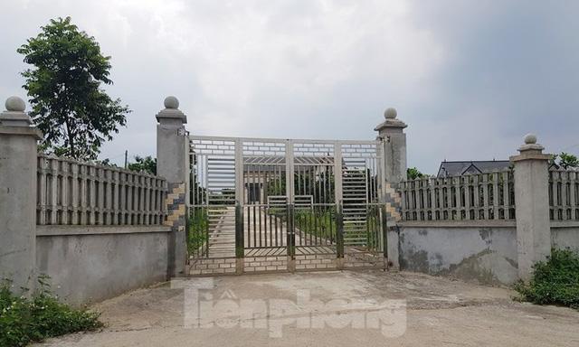 Cận cảnh biệt thự, nhà vườn trái phép mọc trên đồi ở Ba Vì  - Ảnh 3.