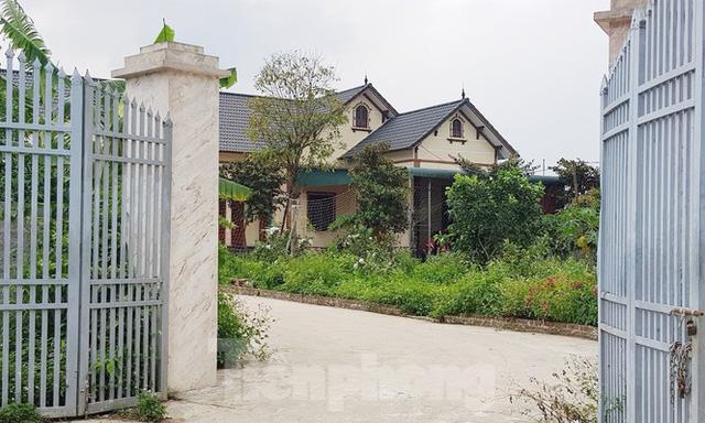 Cận cảnh biệt thự, nhà vườn trái phép mọc trên đồi ở Ba Vì  - Ảnh 4.