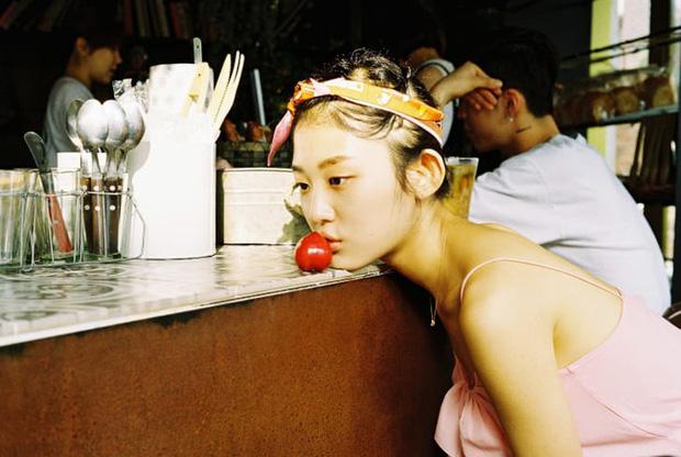 Bộ ảnh lột tả văn hóa cô đơn của người trẻ Hàn Quốc: Thế hệ từ bỏ mọi thứ và sẵn sàng sống độc thân chỉ cần là vui - Ảnh 1.