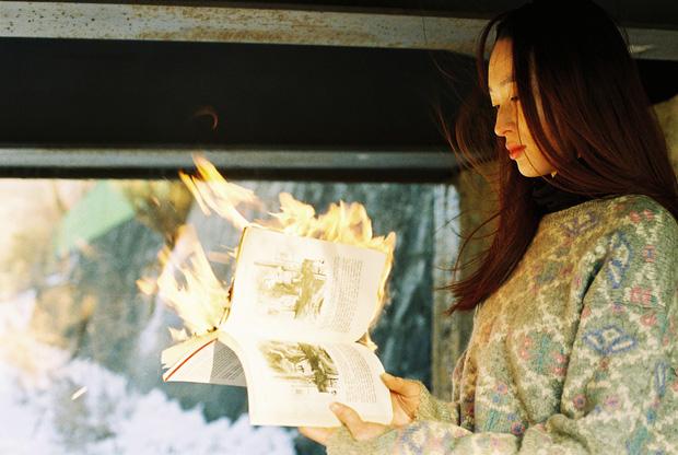 Bộ ảnh lột tả văn hóa cô đơn của người trẻ Hàn Quốc: Thế hệ từ bỏ mọi thứ và sẵn sàng sống độc thân chỉ cần là vui - Ảnh 2.