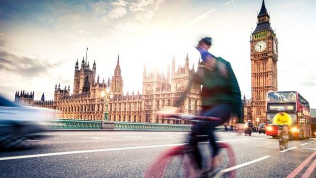Giữa khủng hoảng, có một mặt hàng bỗng tăng mạnh về doanh số ngay tại Anh Quốc khiến giới chuyên gia vất vả mãi mới hiểu tại sao - Ảnh 1.