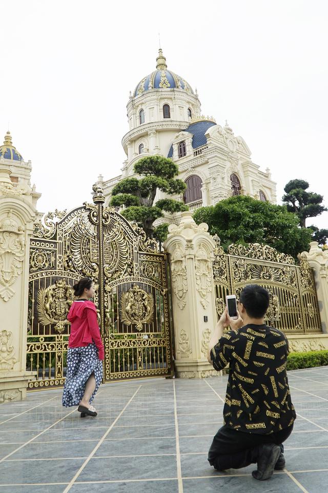 Chiêm ngưỡng lâu đài mạ vàng gây choáng của đại gia Ninh Bình - Ảnh 11.