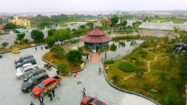 Chiêm ngưỡng lâu đài mạ vàng gây choáng của đại gia Ninh Bình - Ảnh 4.