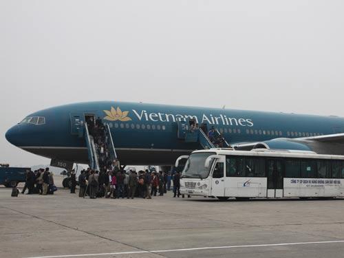Đằng sau những chuyến bay cứu trợ đồng bào: 2 nhân viên Vietnam Airlines dương tính với Covid-19, nhưng 100% lao động hàng không vẫn sẵn sàng lao vào vùng dịch đón bà con về nước - Ảnh 2.