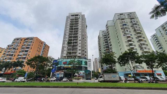 Cận cảnh khu đất công làm bãi xe biến hình thành cao ốc ở Hà Nội  - Ảnh 1.