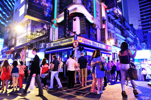 Việt Nam có đang bỏ lỡ cơ hội từ kinh tế đêm để tạo ra một trạng thái bình thường mới tốt hơn cho ngành du lịch hậu Covid-19?  - Ảnh 2.