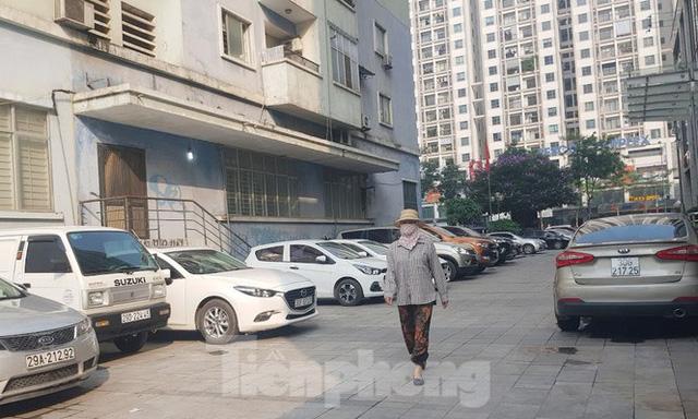 Cận cảnh khu đất công làm bãi xe biến hình thành cao ốc ở Hà Nội  - Ảnh 14.
