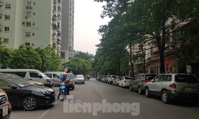 Cận cảnh khu đất công làm bãi xe biến hình thành cao ốc ở Hà Nội  - Ảnh 19.