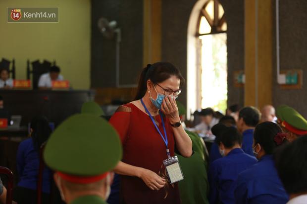 Xét xử gian lận thi THPT ở Sơn La: Con được nâng thêm 24,8 điểm, mẹ nói rất ngạc nhiên - Ảnh 2.