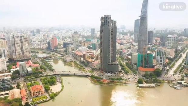 Flycam cận cảnh tòa cao ốc bị bỏ hoang gần một thập kỷ ngay giữa trung tâm Sài Gòn - Ảnh 2.