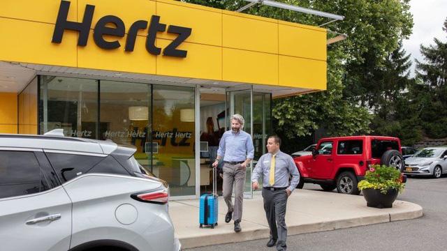 """""""Tượng đài"""" cho thuê xe Hertz phá sản: Covid-19 chỉ là cú hạ đo ván sau nhiều năm gồng mình ứng phó với các ứng dụng gọi xe  - Ảnh 1."""