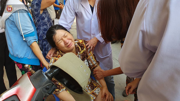 Vừa sinh con 2 ngày, mẹ đau đớn nằm băng ca về nhìn mặt con trai đầu tử nạn vì bị cây đè trúng ở sân trường - Ảnh 4.