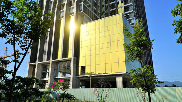 Chủ đầu tư của 2 cao ốc dát vàng gây nhức mắt, khiến người dân bức xúc ở Đà Nẵng bị phạt 80 triệu đồng - Ảnh 3.