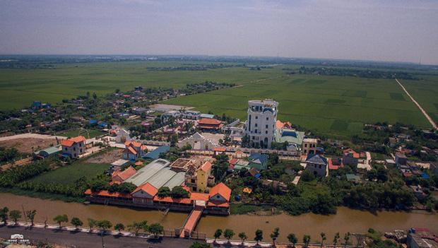 Chủ nhân tòa lâu đài có hẳn sân đỗ trực thăng ở Thái Bình là ai? - Ảnh 1.