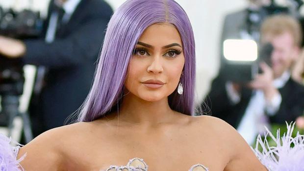 Kylie Jenner đáp trả cực gắt sau khi bị Forbes bóc phốt, tước mất danh hiệu tỷ phú trẻ nhất thế giới - Ảnh 3.