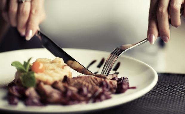 11 quy tắc ai cũng nên biết biết khi đi nhà hàng nếu không muốn thành cái gai trong mắt người khác, có những giới hạn tối kỵ không thể vượt qua  - Ảnh 2.