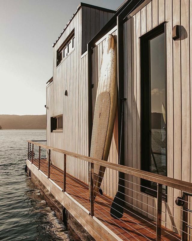 Ngôi nhà nhỏ gọn nổi trên mặt nước, sử dụng năng lượng từ mặt trời nhưng có giá thuê 30 triệu/đêm  - Ảnh 11.
