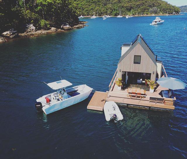 Ngôi nhà nhỏ gọn nổi trên mặt nước, sử dụng năng lượng từ mặt trời nhưng có giá thuê 30 triệu/đêm  - Ảnh 12.