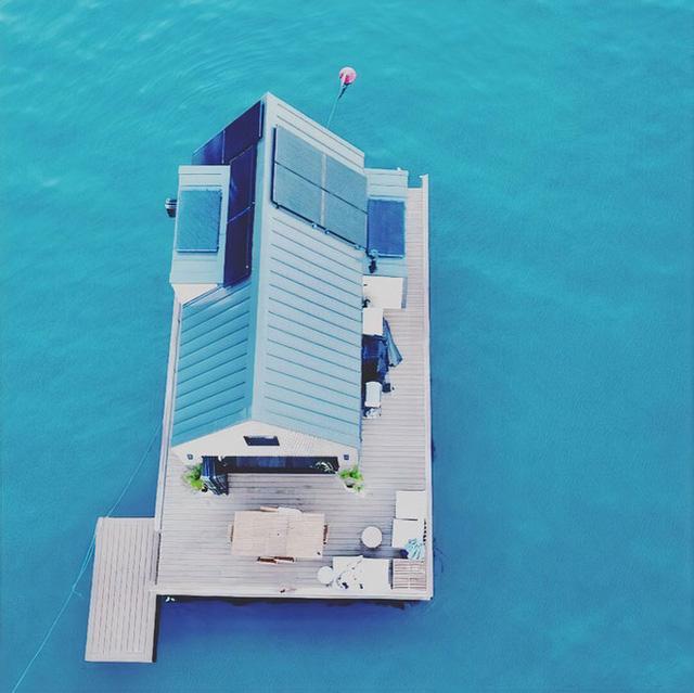 Ngôi nhà nhỏ gọn nổi trên mặt nước, sử dụng năng lượng từ mặt trời nhưng có giá thuê 30 triệu/đêm  - Ảnh 16.