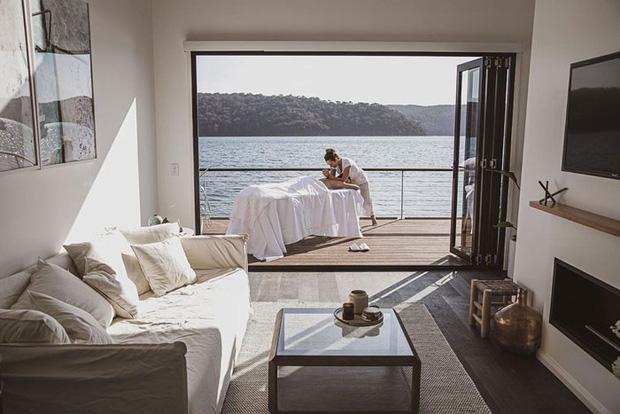 Ngôi nhà nhỏ gọn nổi trên mặt nước, sử dụng năng lượng từ mặt trời nhưng có giá thuê 30 triệu/đêm  - Ảnh 5.