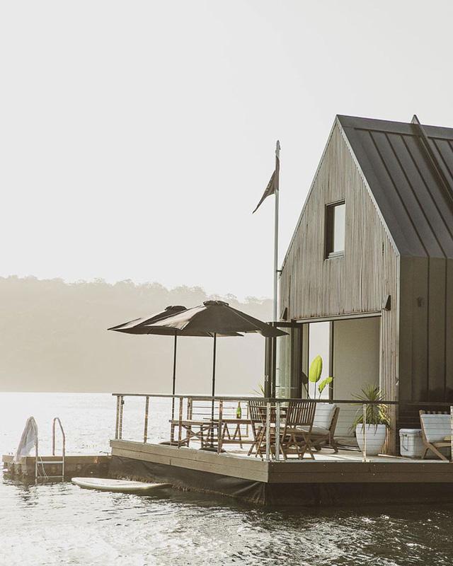 Ngôi nhà nhỏ gọn nổi trên mặt nước, sử dụng năng lượng từ mặt trời nhưng có giá thuê 30 triệu/đêm  - Ảnh 10.