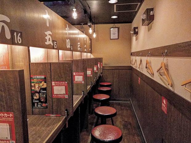 Nhiều đầu bếp ở Nhật Bản hy vọng mọi người thay đổi một một vài thói quen ăn uống trông thú vị nhưng lại không thoải mái như đã tưởng - Ảnh 3.