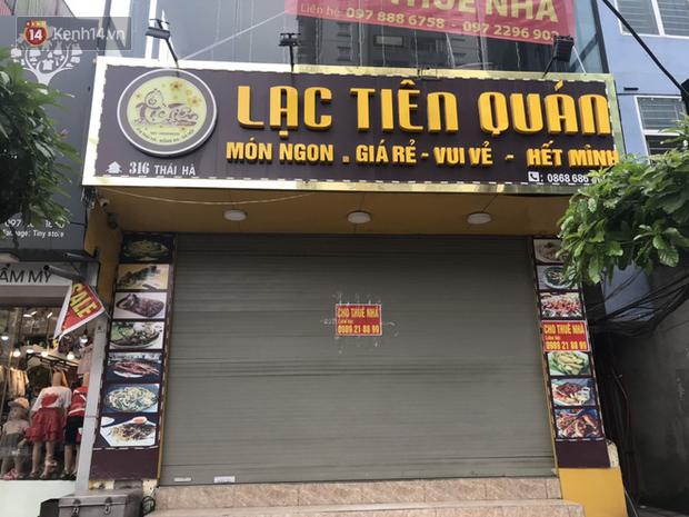 Phố kinh doanh sầm uất tại Hà Nội đồng loạt đóng cửa treo biển sang nhượng, cho thuê cửa hàng do ảnh hưởng bởi dịch COVID-19  - Ảnh 8.