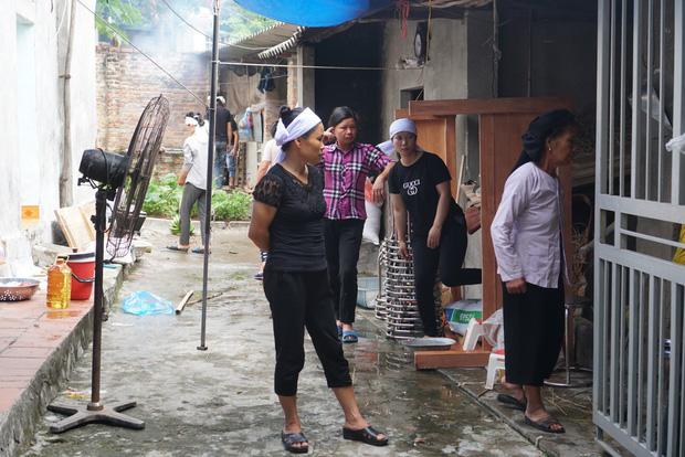 """Tang thương bao trùm nhà các nạn nhân vụ lốc xoáy tại Vĩnh Phúc: """"Tôi đang chuẩn bị nấu cơm thì con trai đi học về nói công ty của mẹ sập rồi"""" - Ảnh 3."""
