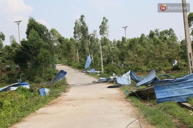 """Tang thương bao trùm nhà các nạn nhân vụ lốc xoáy tại Vĩnh Phúc: """"Tôi đang chuẩn bị nấu cơm thì con trai đi học về nói công ty của mẹ sập rồi"""" - Ảnh 4."""